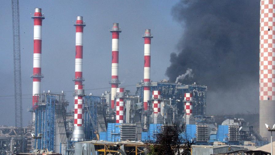 Бедствие след мощни взривове в кипърска база