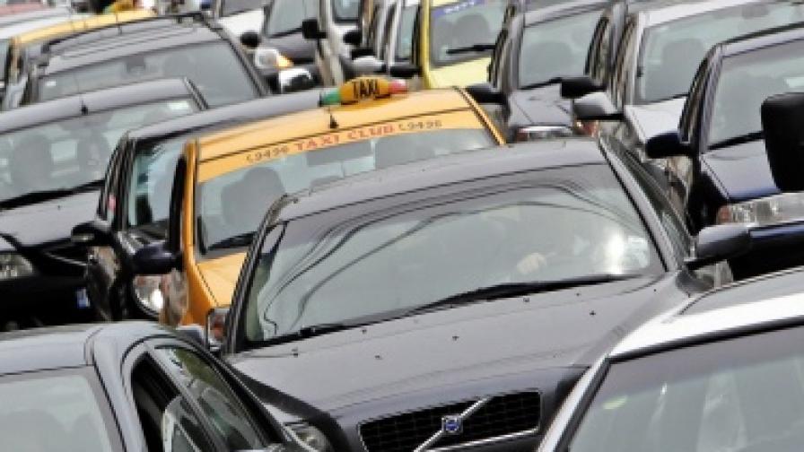 Румънци масово регистрират коли у нас