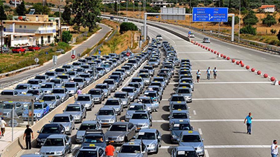Стачката на таксиметровите шофьори в Гърция стана безсрочна