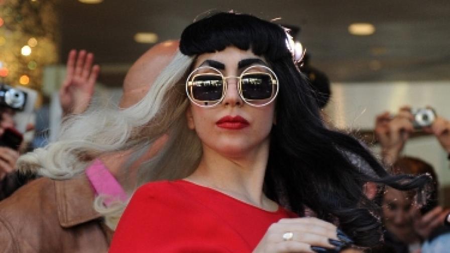 Лейди Гага иска да си осинови дете