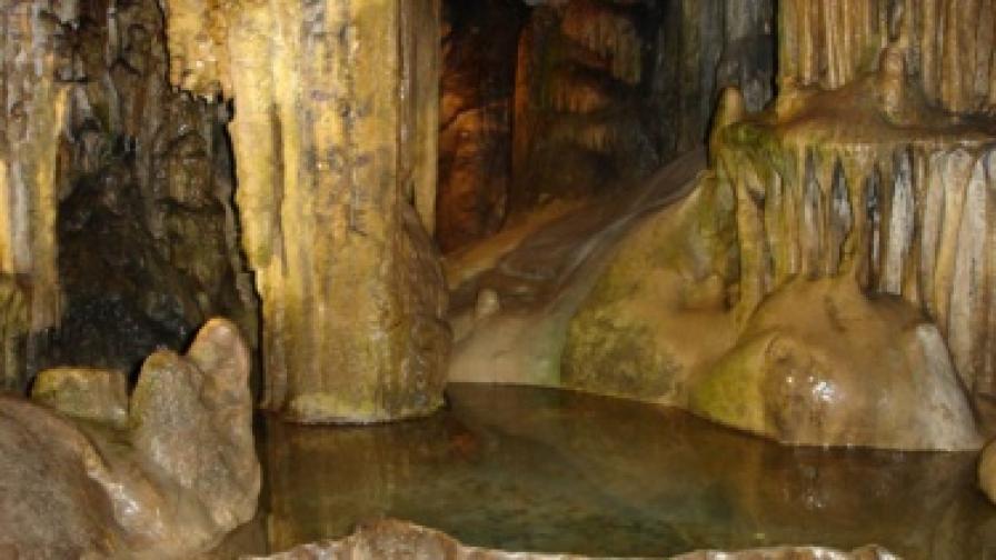 """В пещерата """"Леденика"""" ще има развлекателен парк"""