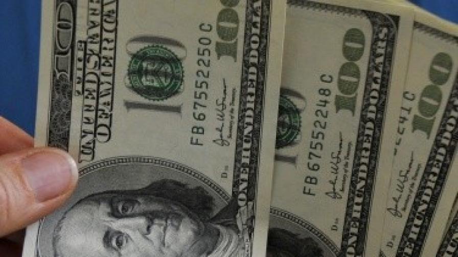"""Мъж иска $5 млн. от """"Хилтън"""" заради вестник за 75 цента"""