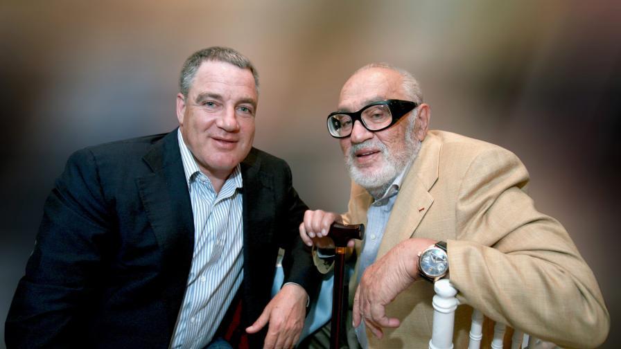 Бизнесменът Сами Офер със сина си