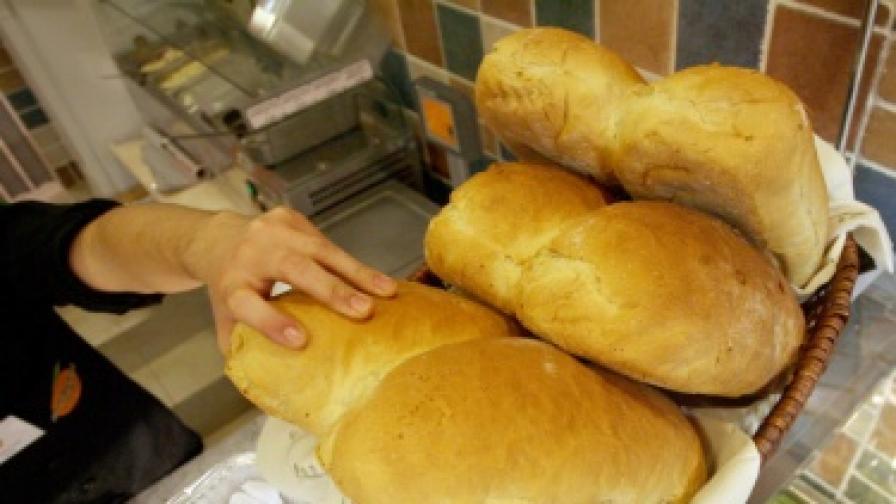 Брашното поевтиня, цената на хляба вероятно ще пада плавно