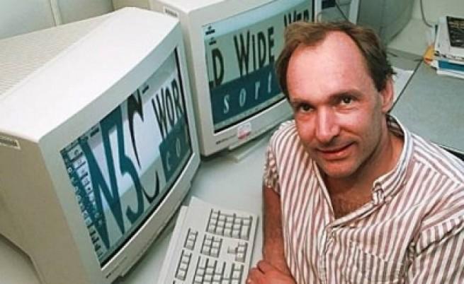 Тим Бърнърс-Лий работи по спасител на Интернет