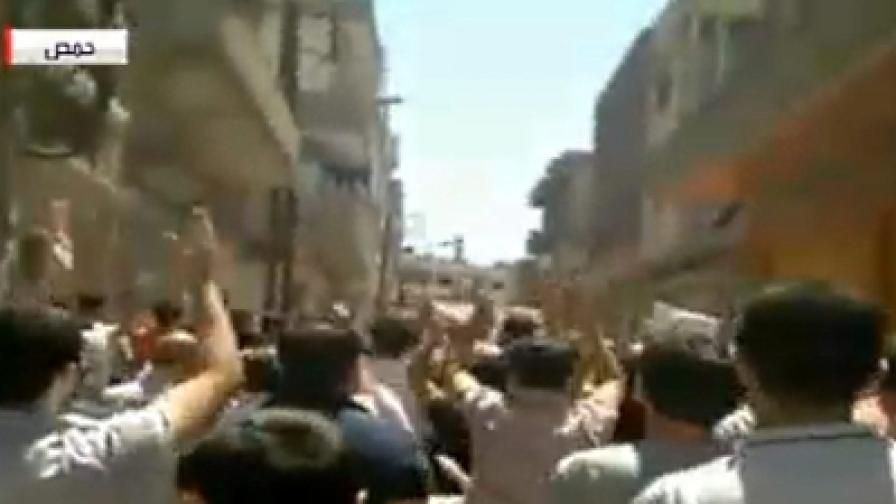 Сирия: Танкове стрелят срещу цивилни