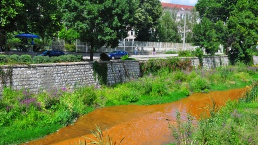 Такава беше река Струма в Перник в петък