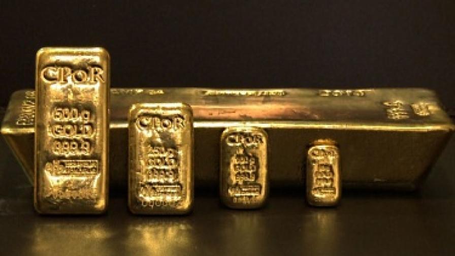Доларът и петролът поевтиняват, златото поскъпва