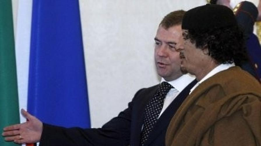 Медведев и Кадафи през 2008 г.