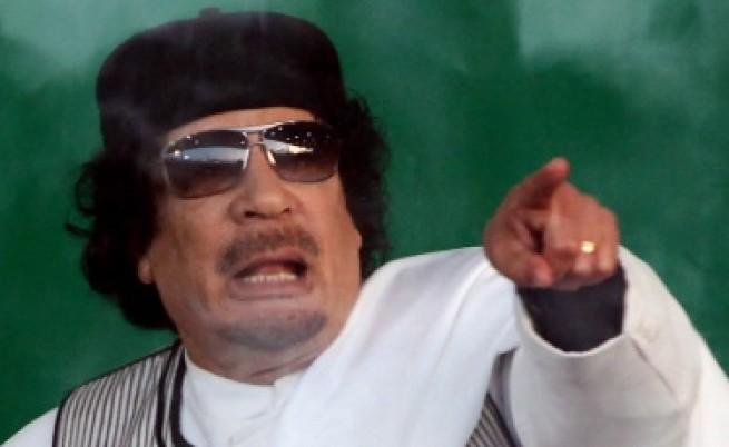 НАТО: Не знаем къде е Кадафи, не го и търсим
