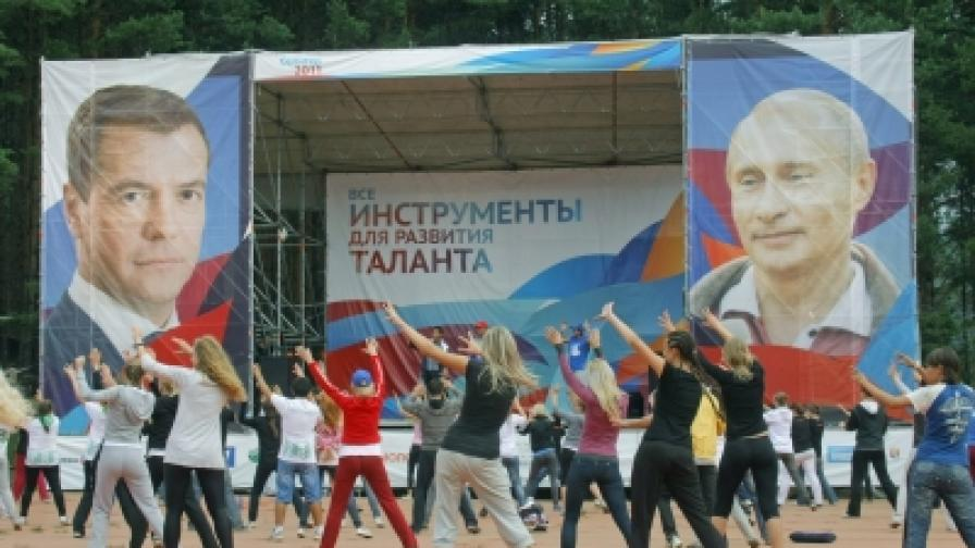 Пада рейтингът на Путин и Медведев, но алтернатива няма