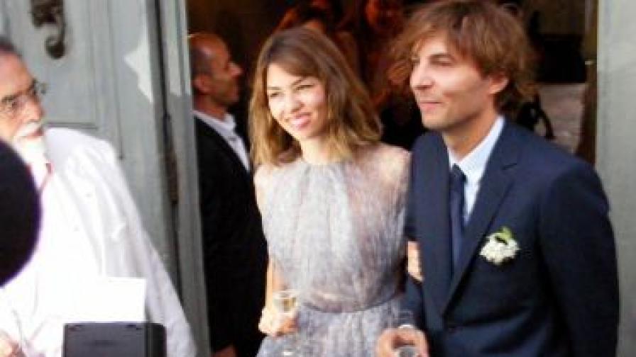 София Копола и Томас Марс позират след сватбата си