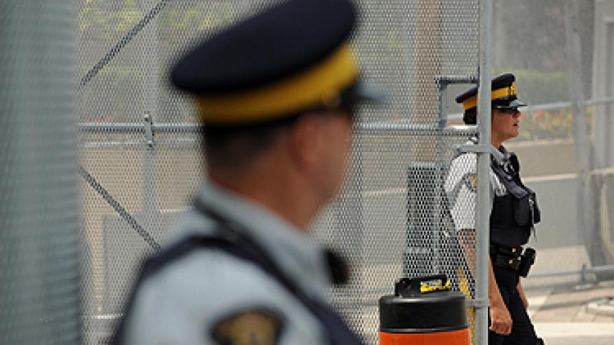Човешки крайници изплуват на канадския бряг