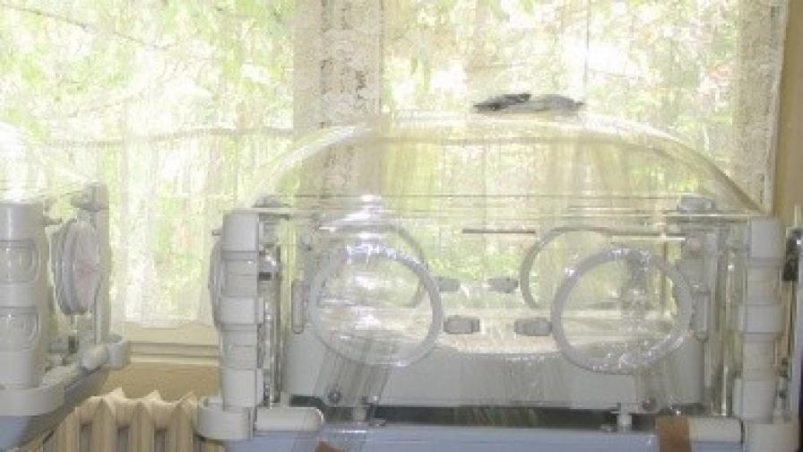 Бебе с тегло 480 грама е прието в АГ-болницата във Варна