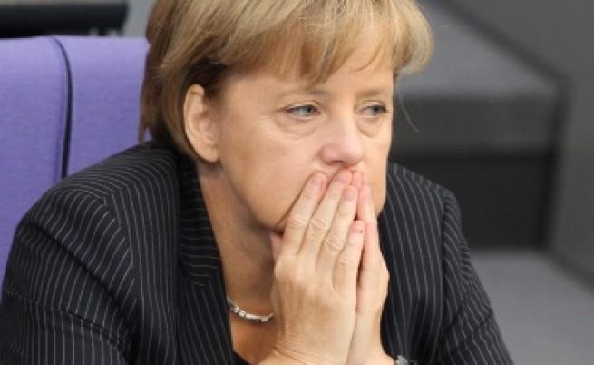 Меркел: Стига спекулации за фалит на Гърция