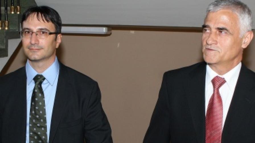 Бившият министър на икономиката и енергетиката Петър Димитров предаде поста си на Трайчо Трайков на 27 юли 2009 г.