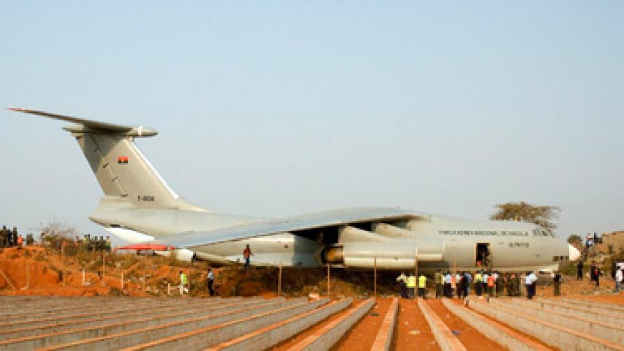 Военен самолет се разби в Ангола. Има жертви