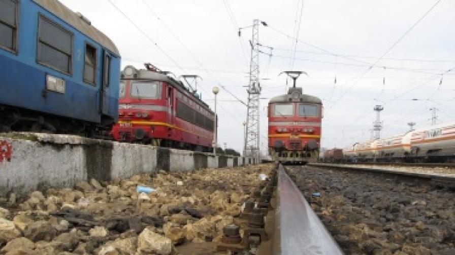 Влак пътува 12 часа от София до Бургас