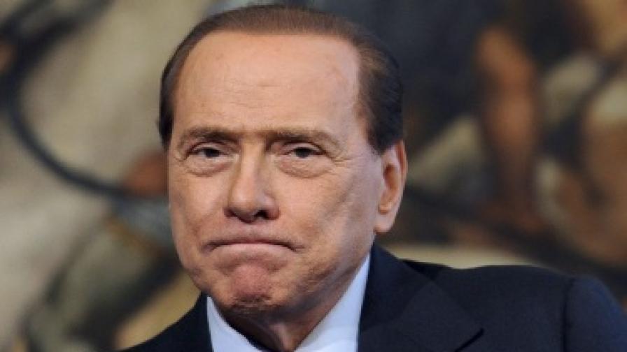 11 проститутки пред спалнята на Берлускони