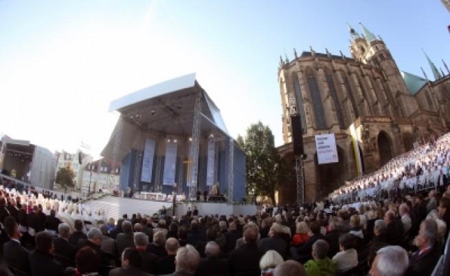 Мъж стреля недалеч от папата в Ерфурт