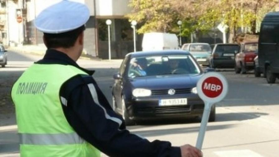 Арестувани са 17 пътни полицаи