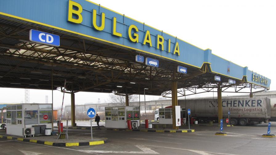 "Румънци директно се ""местят"" у нас заради колите"