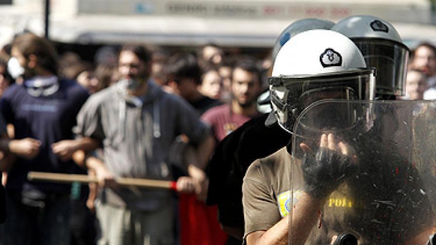 Гърците посрещат представителите на кредиторите със стачки и окупиране на министерства