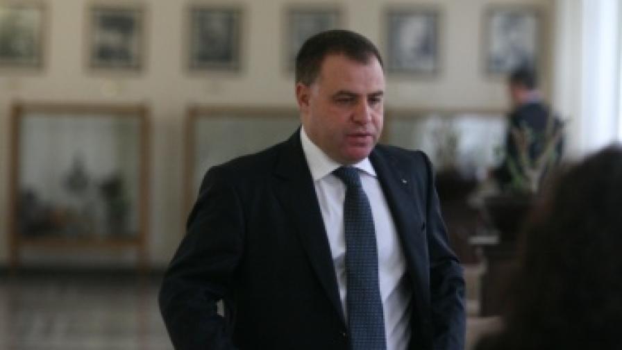Найденов обвини Калфин за заменка за брата на Станишев