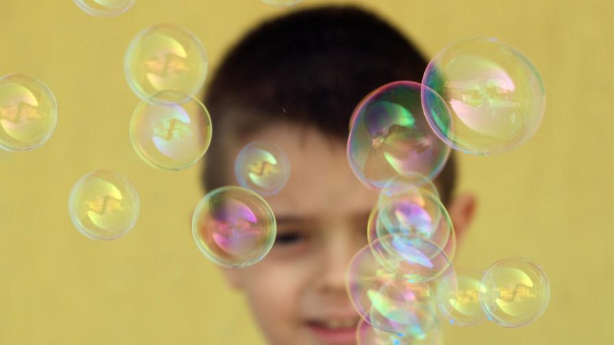 ЕК: Не сме казвали, че децата нямат право да надуват балони