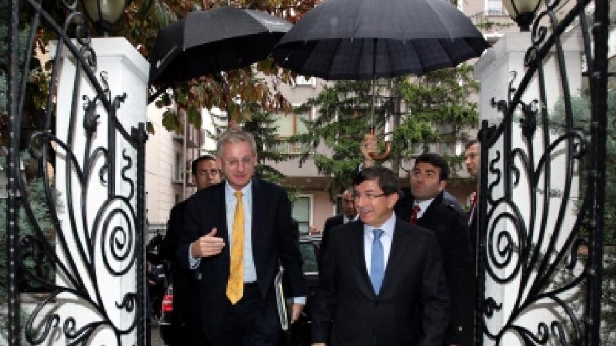 Шведският външен министър Карл Билд - гост в Анкара на своя турски колега външният министър Ахмед Давутоглу