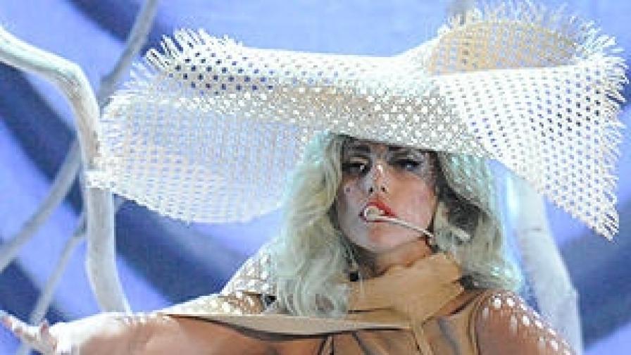 """Лейди Гага изпя """"Романсът Бил"""""""