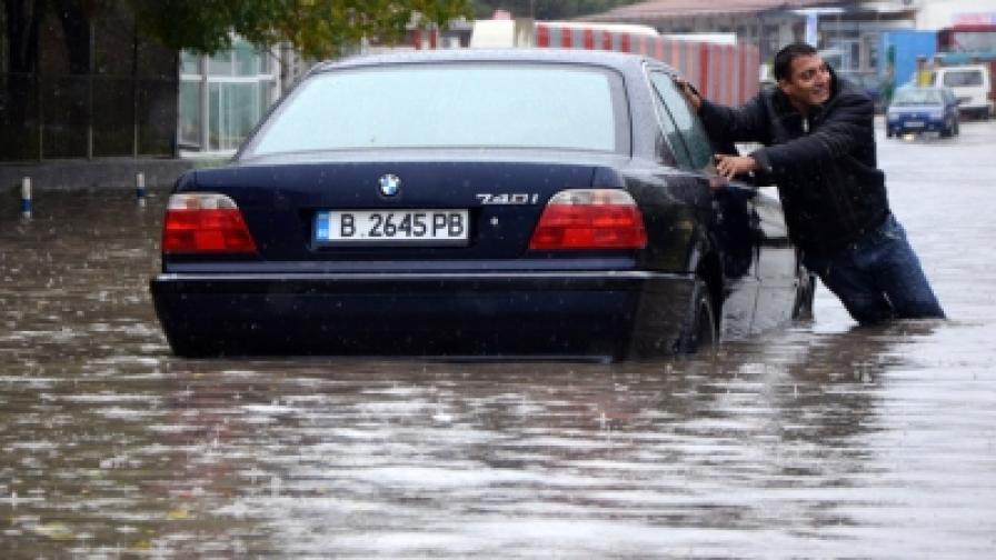 Във Варна затварят училищата във вторник