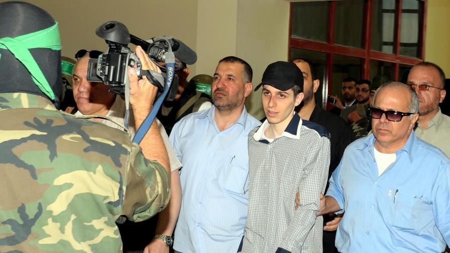 Освободеният Гилад Шалит: Искам и палестинците да се върнат при семействата си