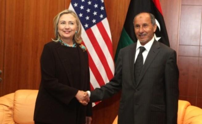 Клинтън: Смърт или бърз арест за Кадафи