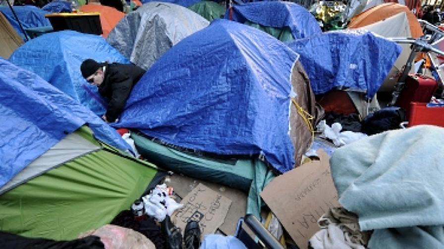Готвят зимен палатков лагер пред Уолстрийт