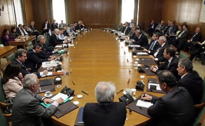 Гръцките министри подадоха оставка