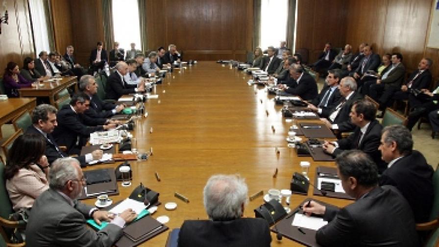Гръцкият кабинет, преди да подаде оставка
