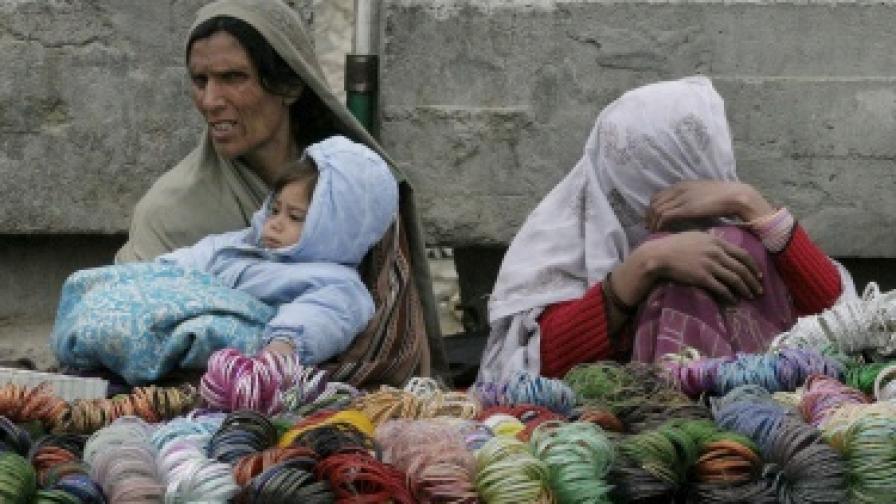 Майка и дъщеря в Афганистан пребити с камъни заради прелюбодеяние