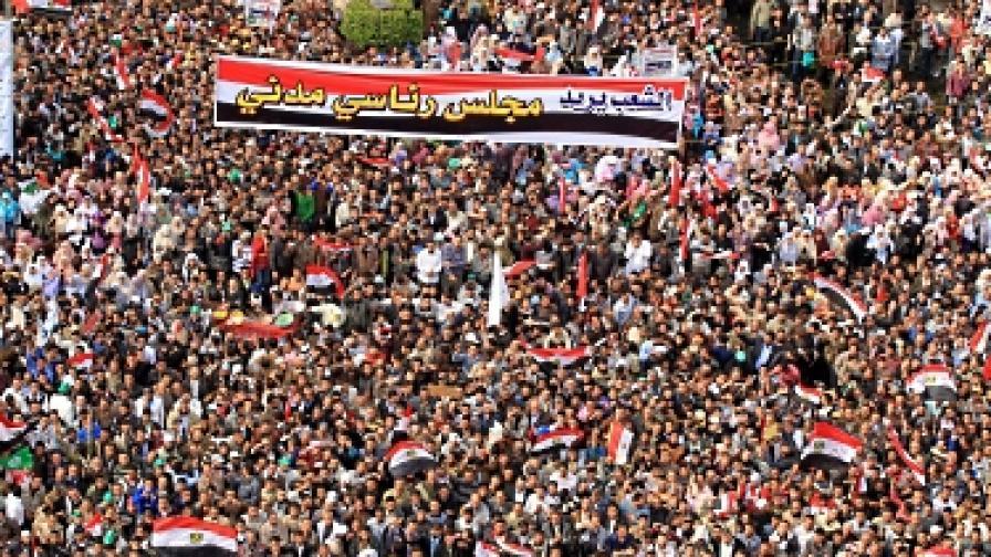 "50 хил. души протестират на площад ""Тахрир"" в Кайро"