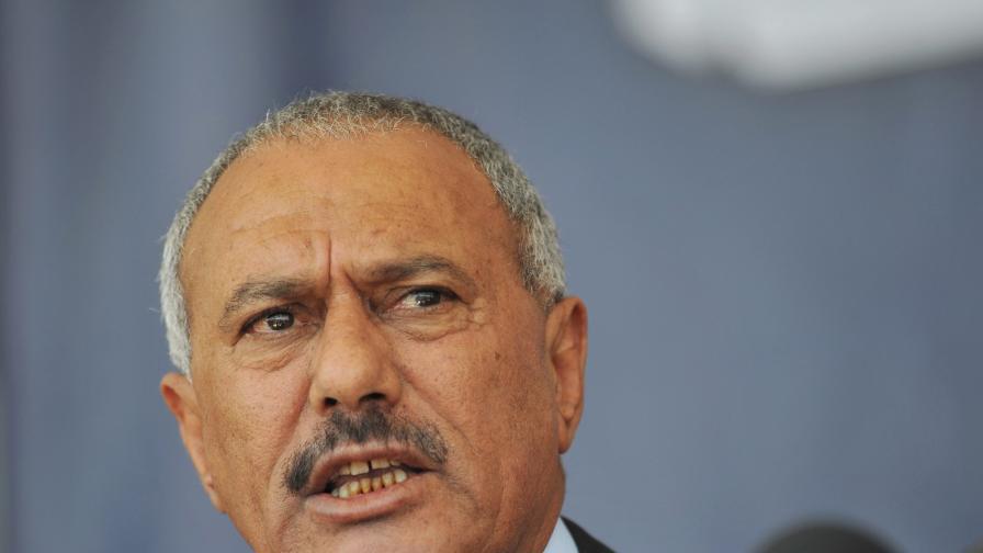 Президентът на Йемен подписа план за предаване на властта