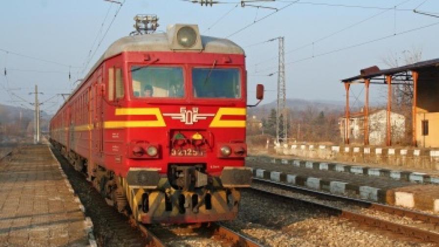 Синдикати: От 130 влака 98 са спрени заради стачката в БДЖ