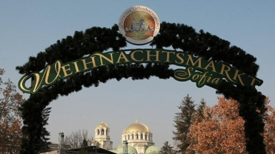 """Първият немски Коледен базар е в градинката между Софийския университет """"Св. Климент Охридски"""" и Народното събрание"""