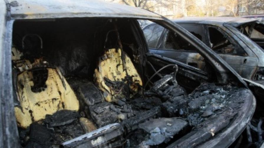 Има заподозрени за палежите на коли в София