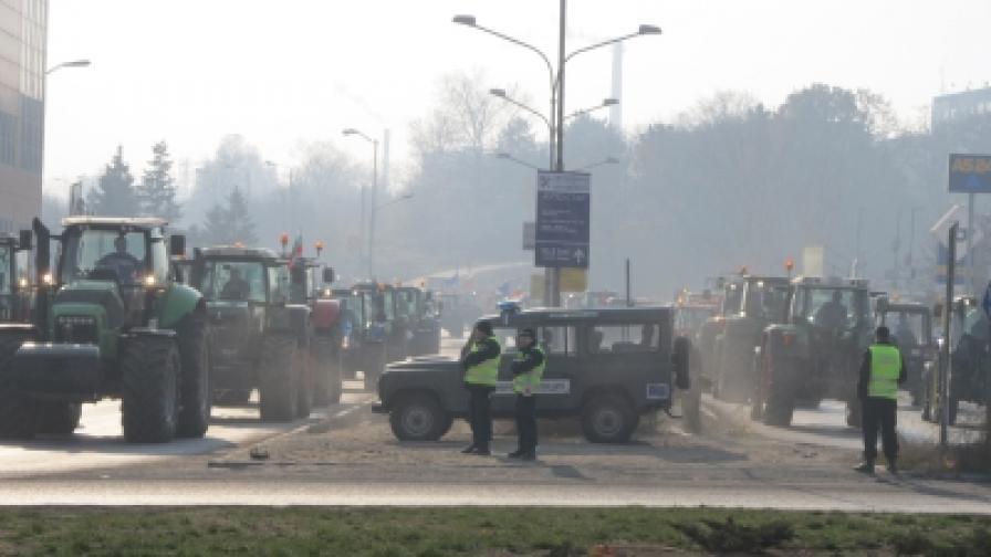 Тракторите - извън София поне до вторник
