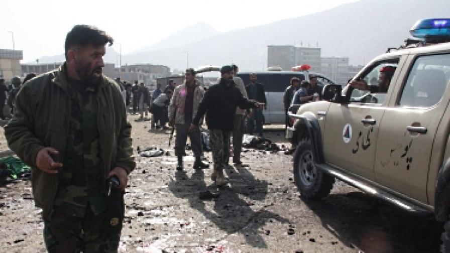 Повече от 60 жертви на атентати срещу храмове в Афганистан
