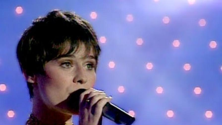 Румъния: Самоуби се певицата Малина Олинеску