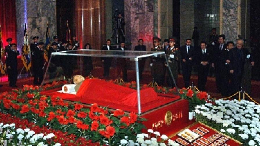 5 млн. жители на Пхенян са отдали почит на Ким