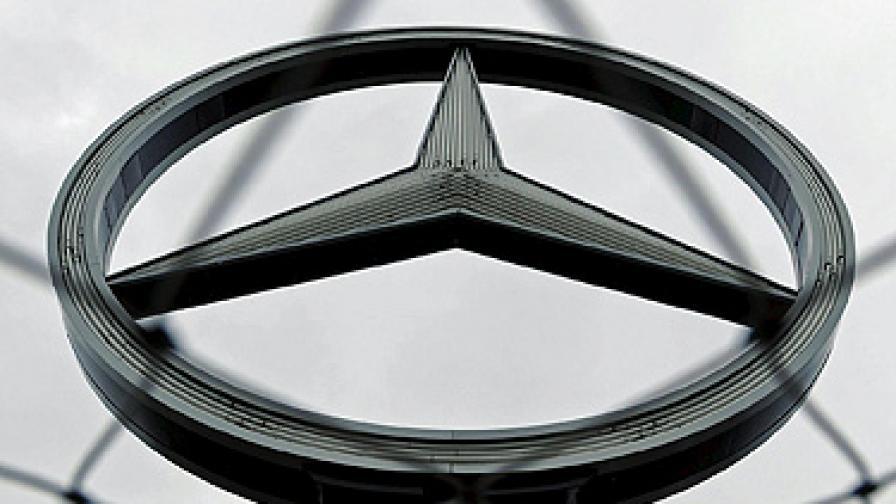 """""""Мерцедес"""" не дава коли на косовското правителство"""