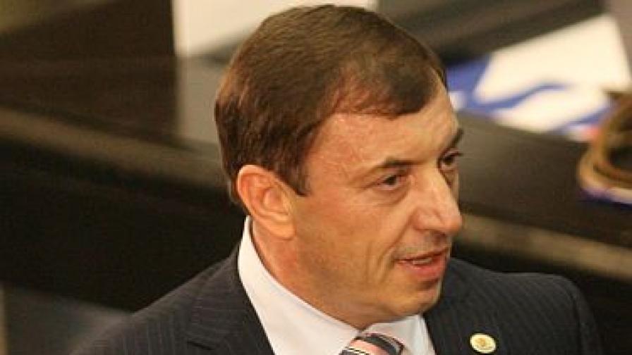 Алексей Петров съди Бареков за 250 000 лева