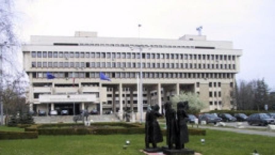Посланици агенти осъдиха външния министър